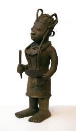 Benin bronze (female - side view)